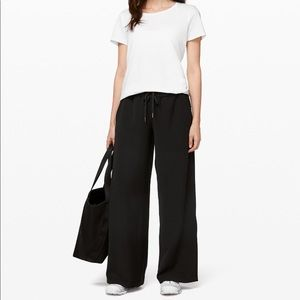 NWT Lululemon on the fly wide leg woven pant black